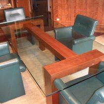 Tavolo-riunione-rettangolare-in-vetro