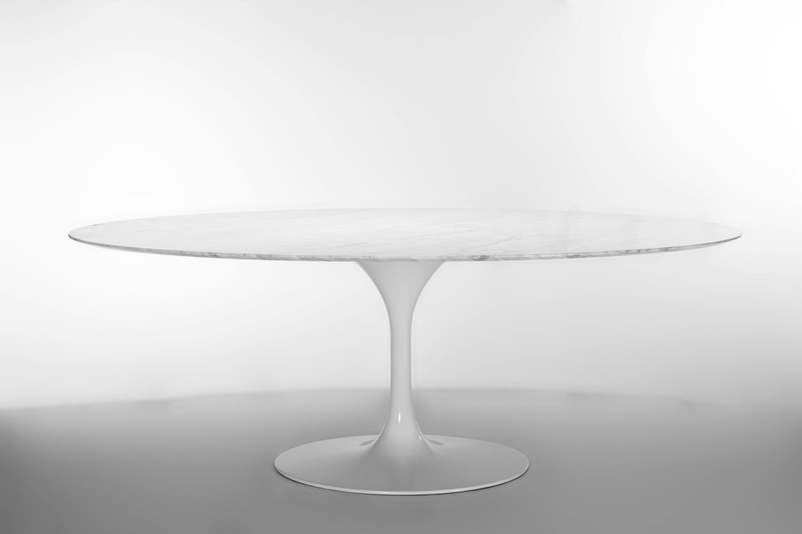 Eero Saarinen - Tavolo Tulip, ovale, con piano in marmo Carrara - Riedizione