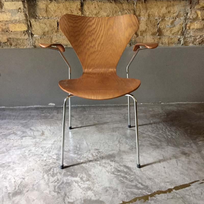 Sedia Serie 7 Arne Jacobsen 1955 Showroom Sale Less Is More